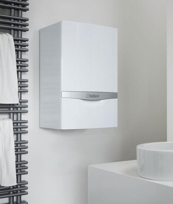 ecoTEC plus alta potencia instalado en la pared de un cuarto de baño