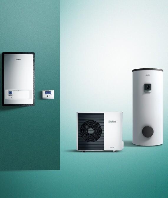 aroTHERM split, módulo hidráulico, depósito de ACS y termostato sobre fondo verde