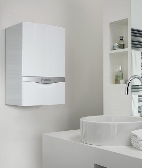 ecoTEC plus instalada en la pared de un cuarto de baño