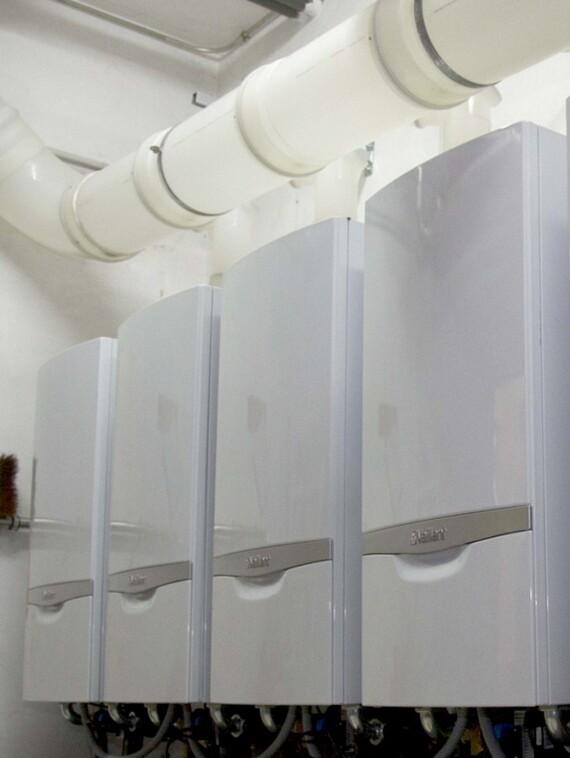 Cascada de 5 calderas de condensación de alta potencia