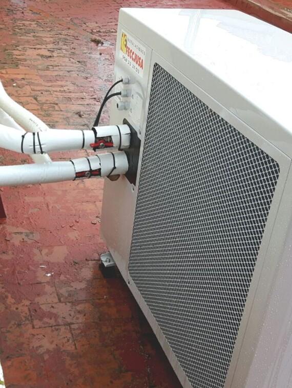 Instalación de bomba de calor de aerotermia