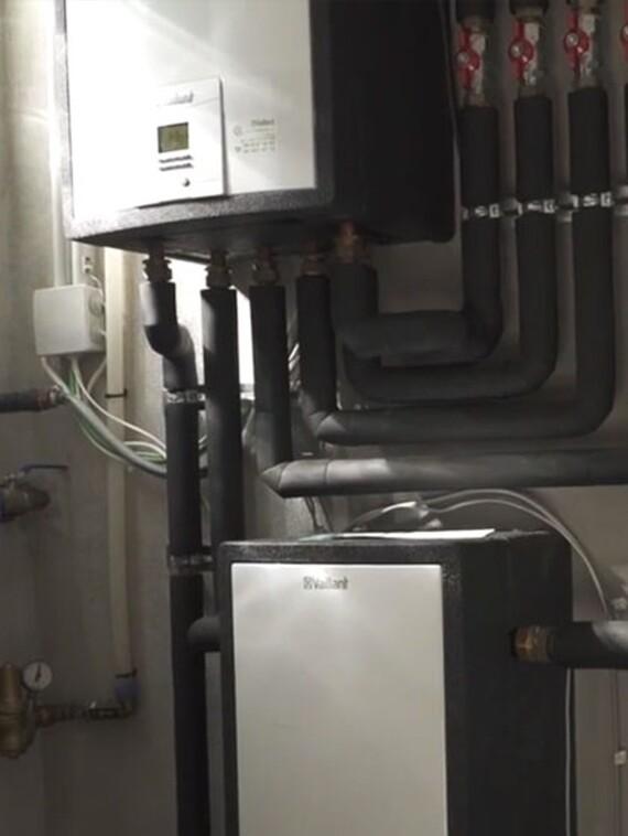 Sala técnica con sistema de aerotermia y ventilación con recuperación de calor