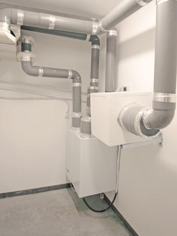 Sala de instalación de climatización y ventilación con recuperación de calor
