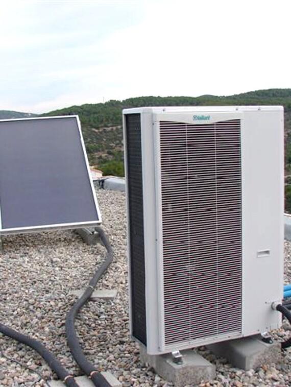 Bomba de calor aire-agua VWL 125/1 y captadores solares