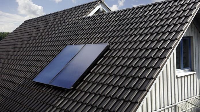 Captadores solares en un tejado