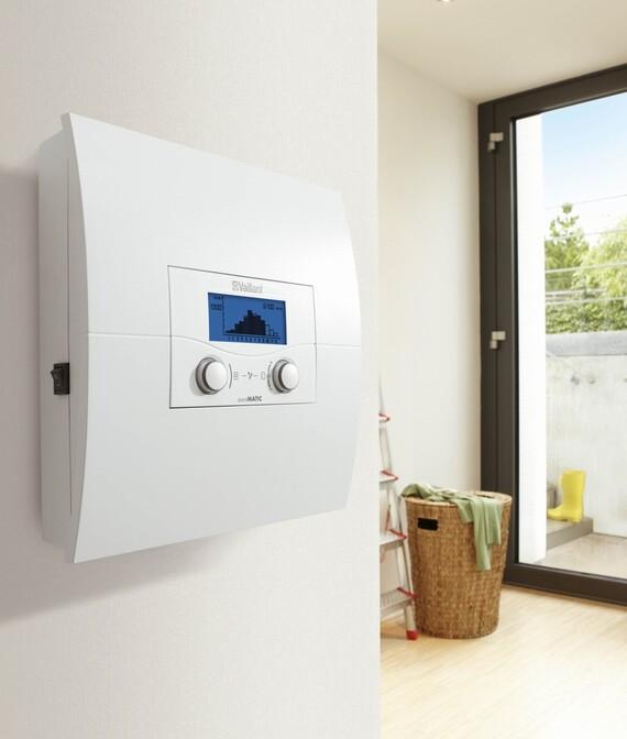 auroMATIC 620 instalado en la pared de una vivienda